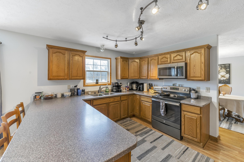2471 E Braden Rd - Kitchen - 11
