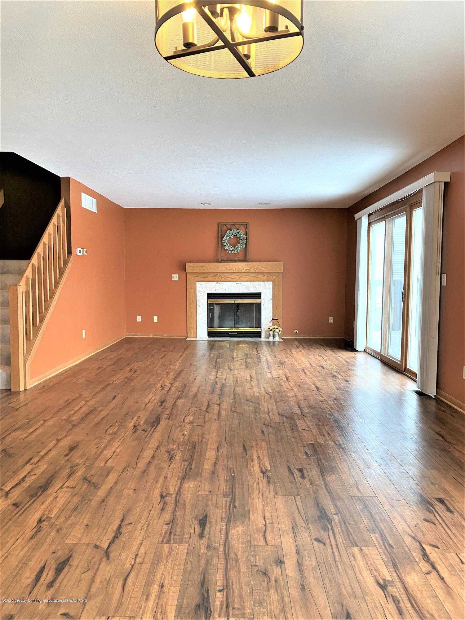 2475 Walenjus Ct - Living room - 13