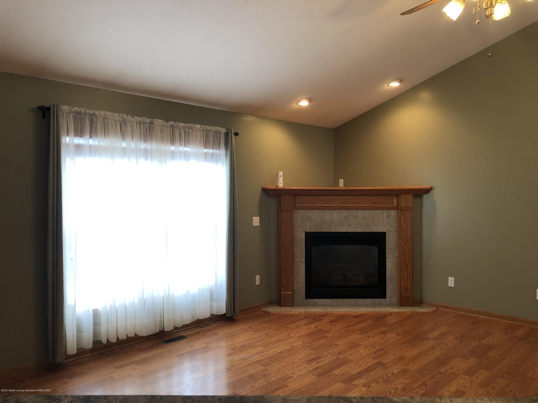 2021 Secretariat Ln - living room - 6