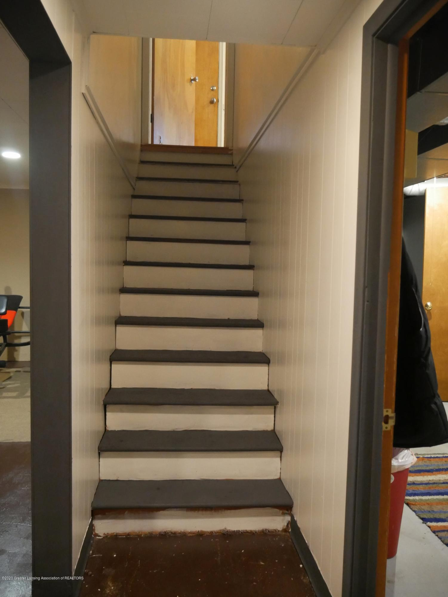 4921 Devonshire Ave - Stairs to Basement from Kitchen - 22