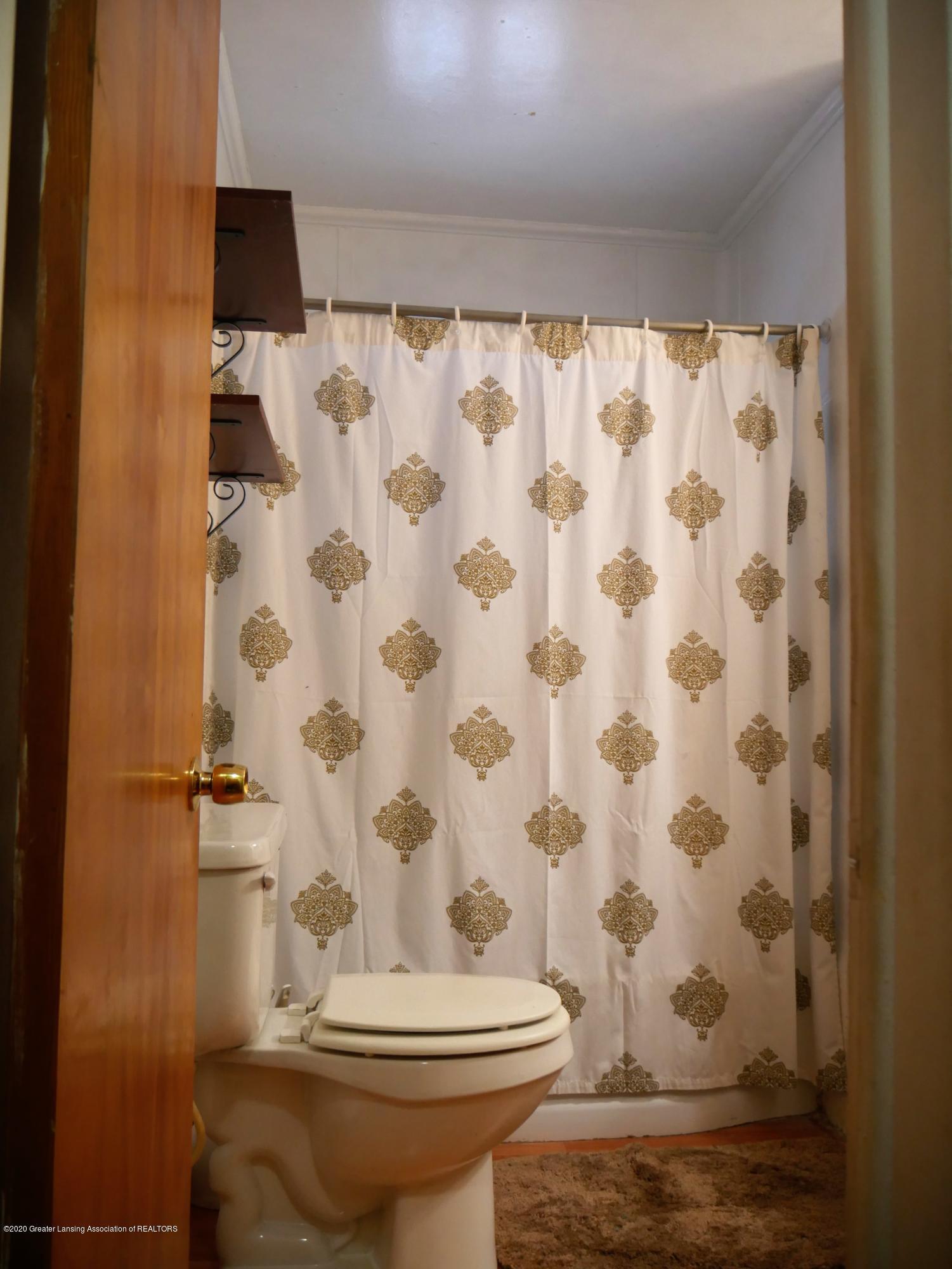 4921 Devonshire Ave - Full Bath - 31