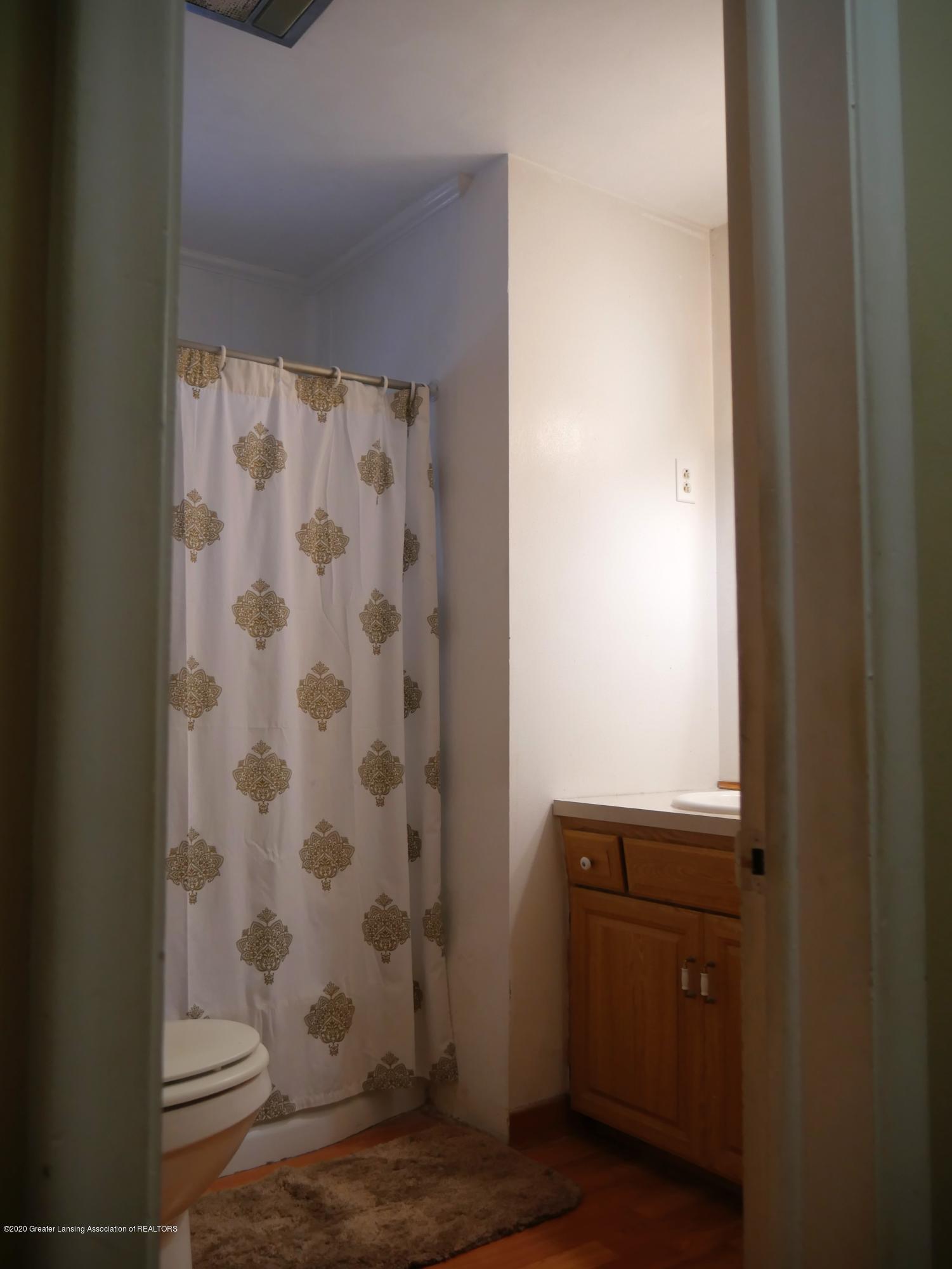 4921 Devonshire Ave - Full Bath - 32