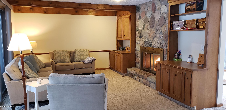 4284 Conifer Cir - family room 1 - 3