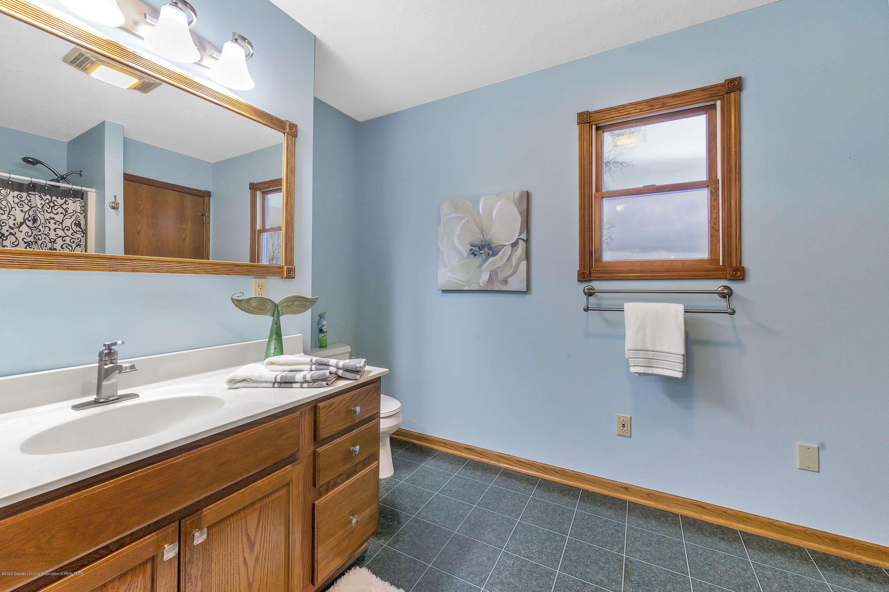 2440 Gilbert Rd - 2nd Floor Full Bath2 - 35