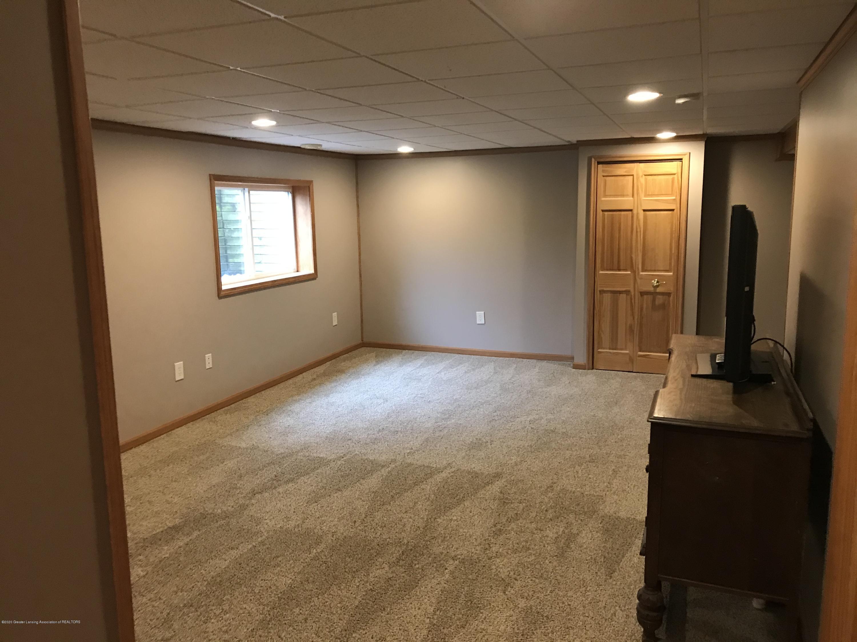 2021 Secretariat Ln - family room - 21