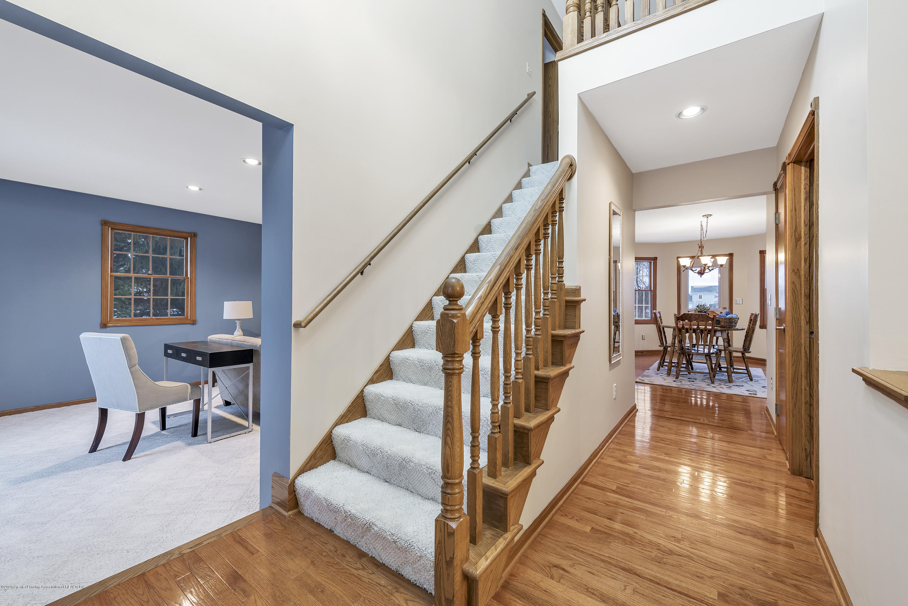 2440 Gilbert Rd - Foyer - 8