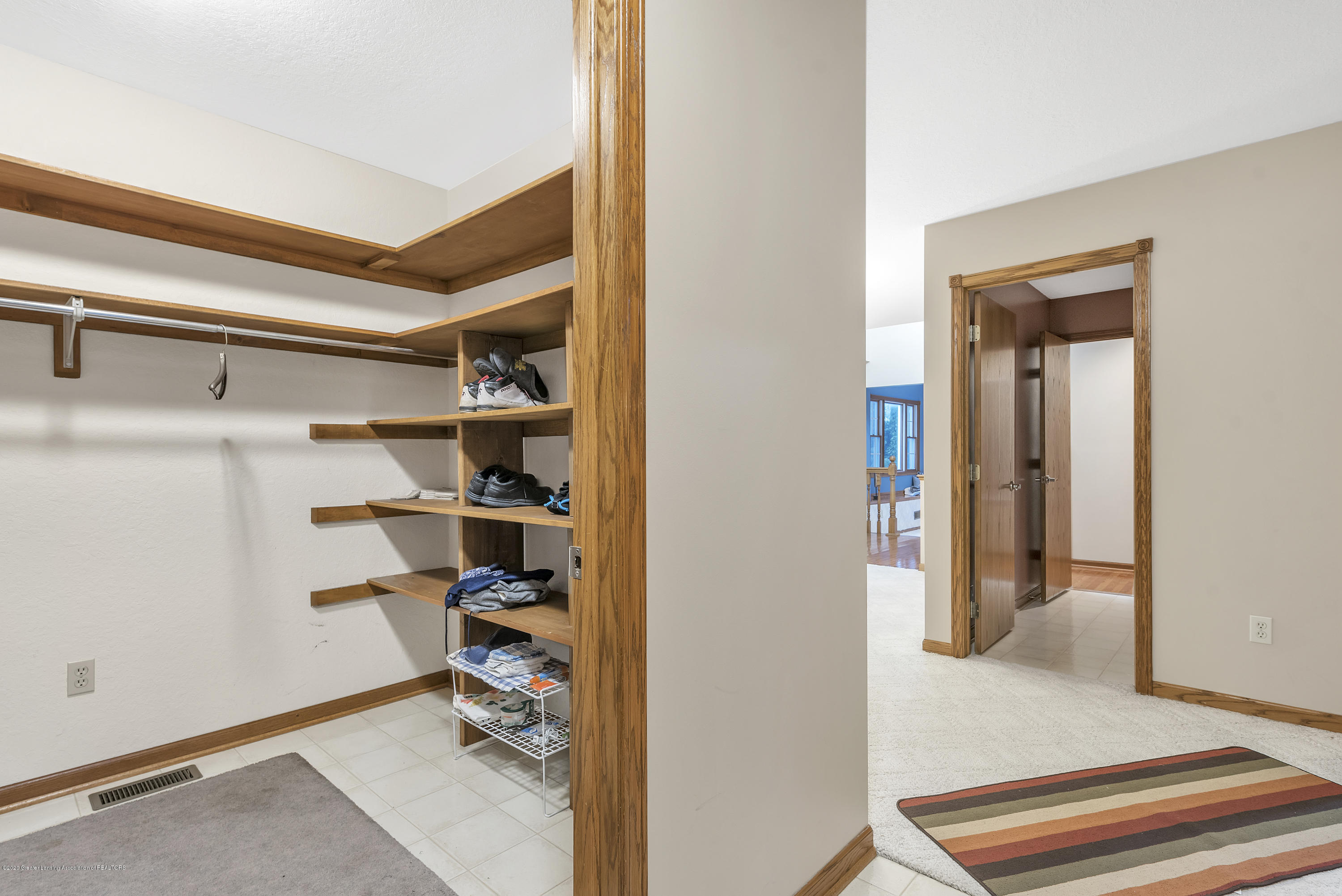2440 Gilbert Rd - Mudroom2 - 20