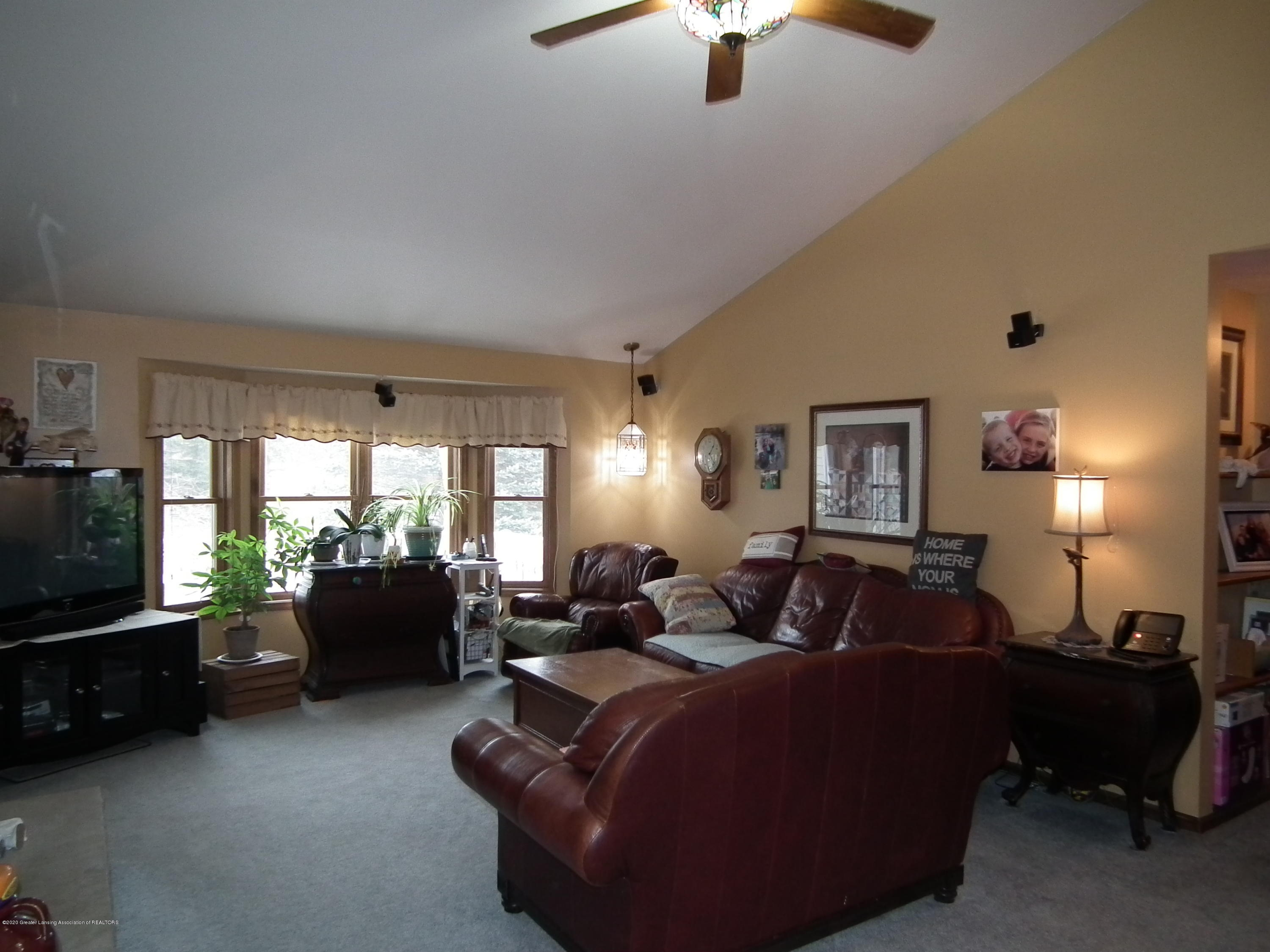 1727 S Waverly Rd - Living room a - 4
