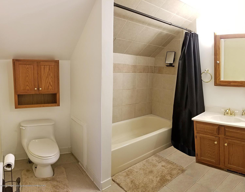 2208 Clifton Ave - Upstairs Bathroom - 16