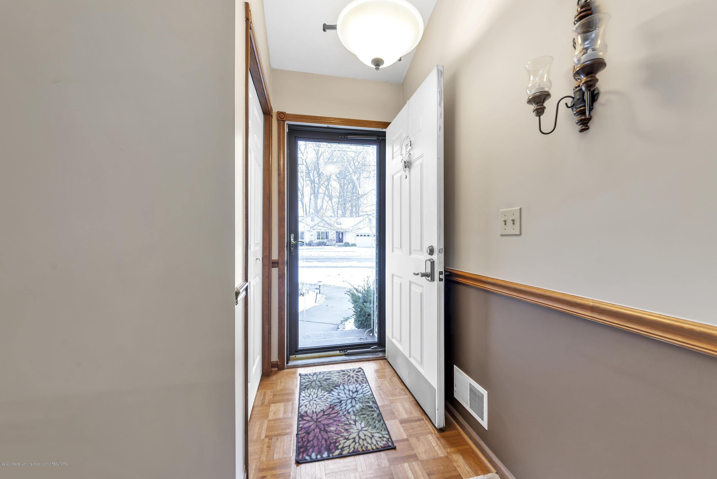 2354 Anchor Ct - Entry Foyer - 2