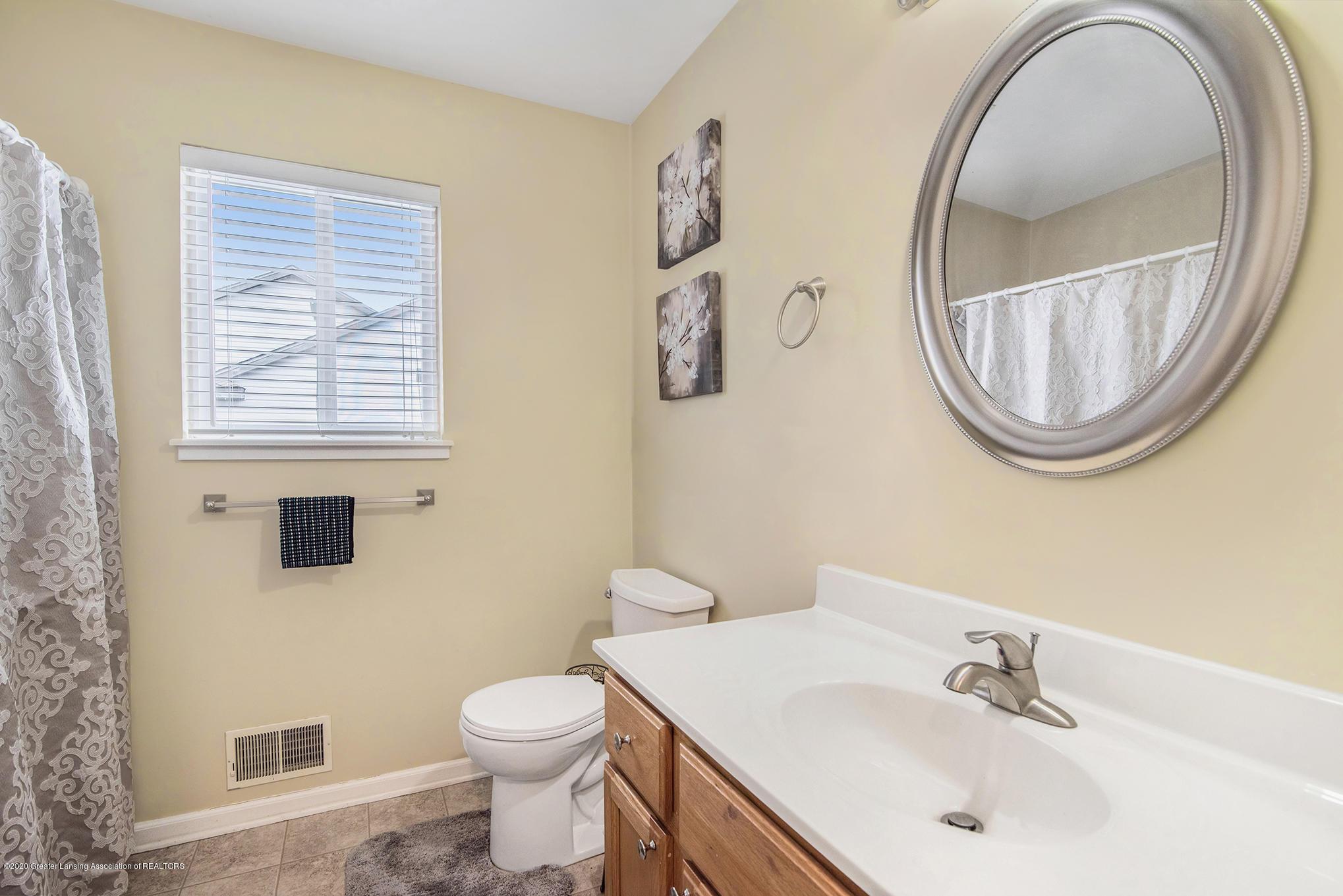 1253 Sumac Ln - Bathroom - 18