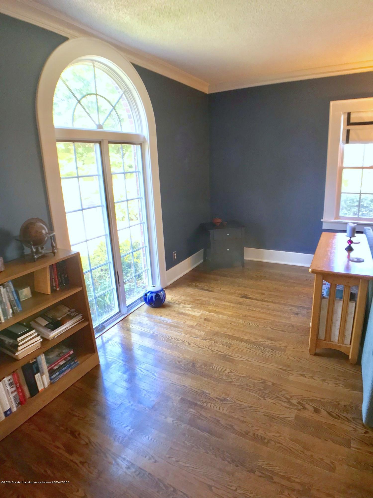 404 Clifton Blvd - Living Room - 9