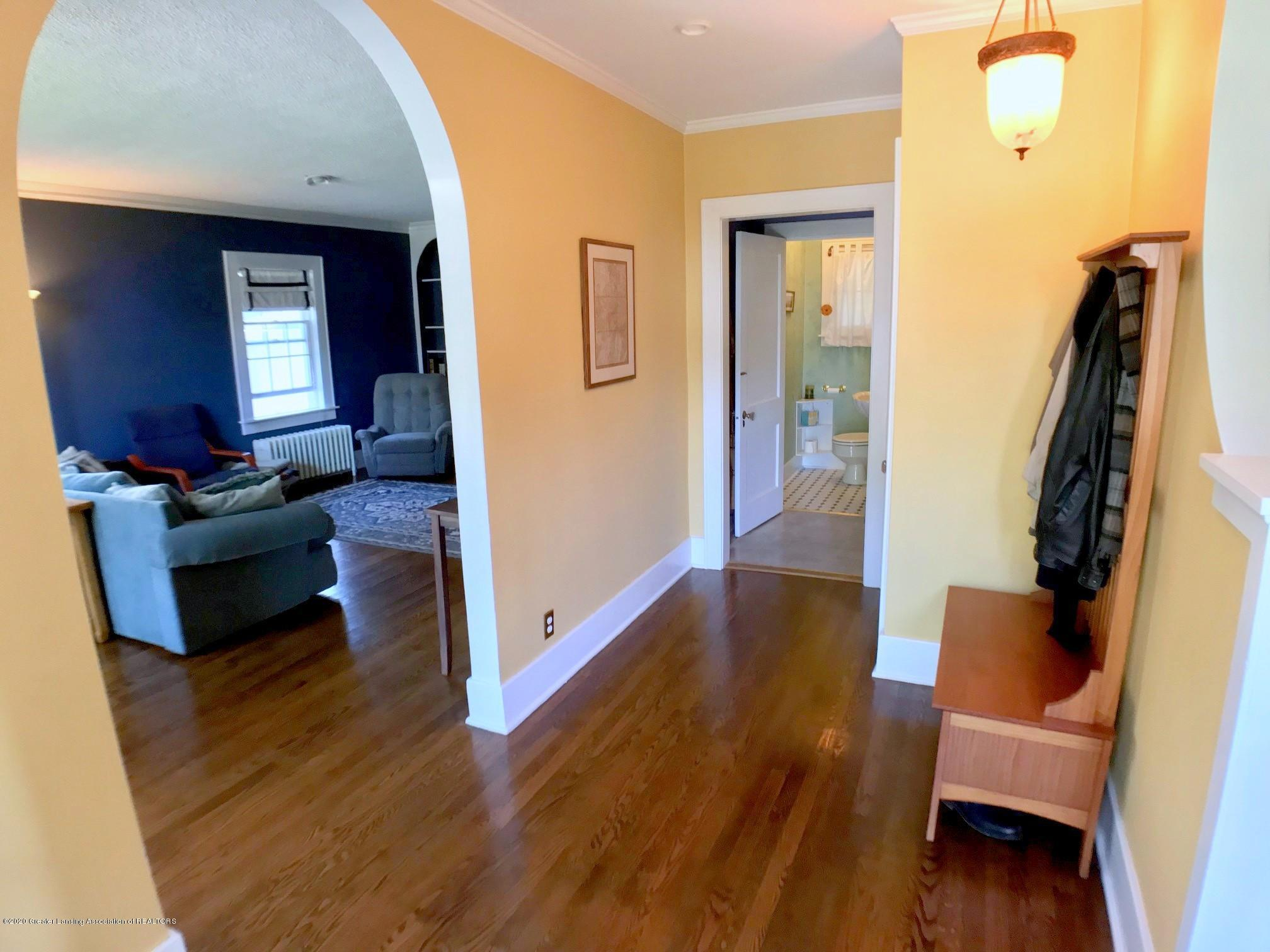404 Clifton Blvd - Foyer - 3