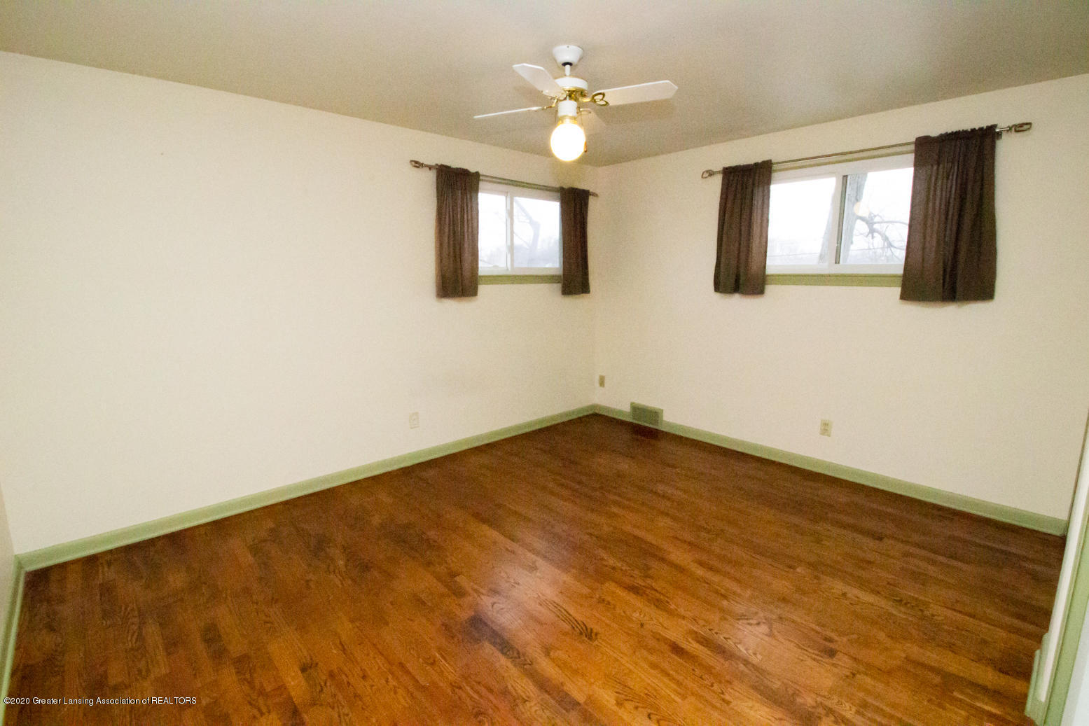 2031 Victor Ave - Bedroom 2 - 23