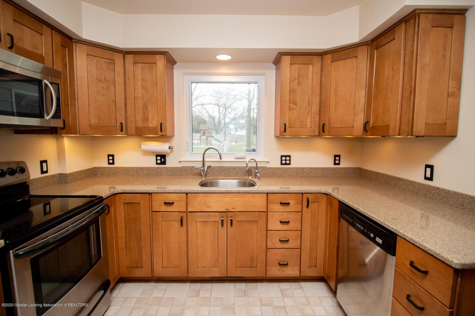 2031 Victor Ave - Kitchen - 7