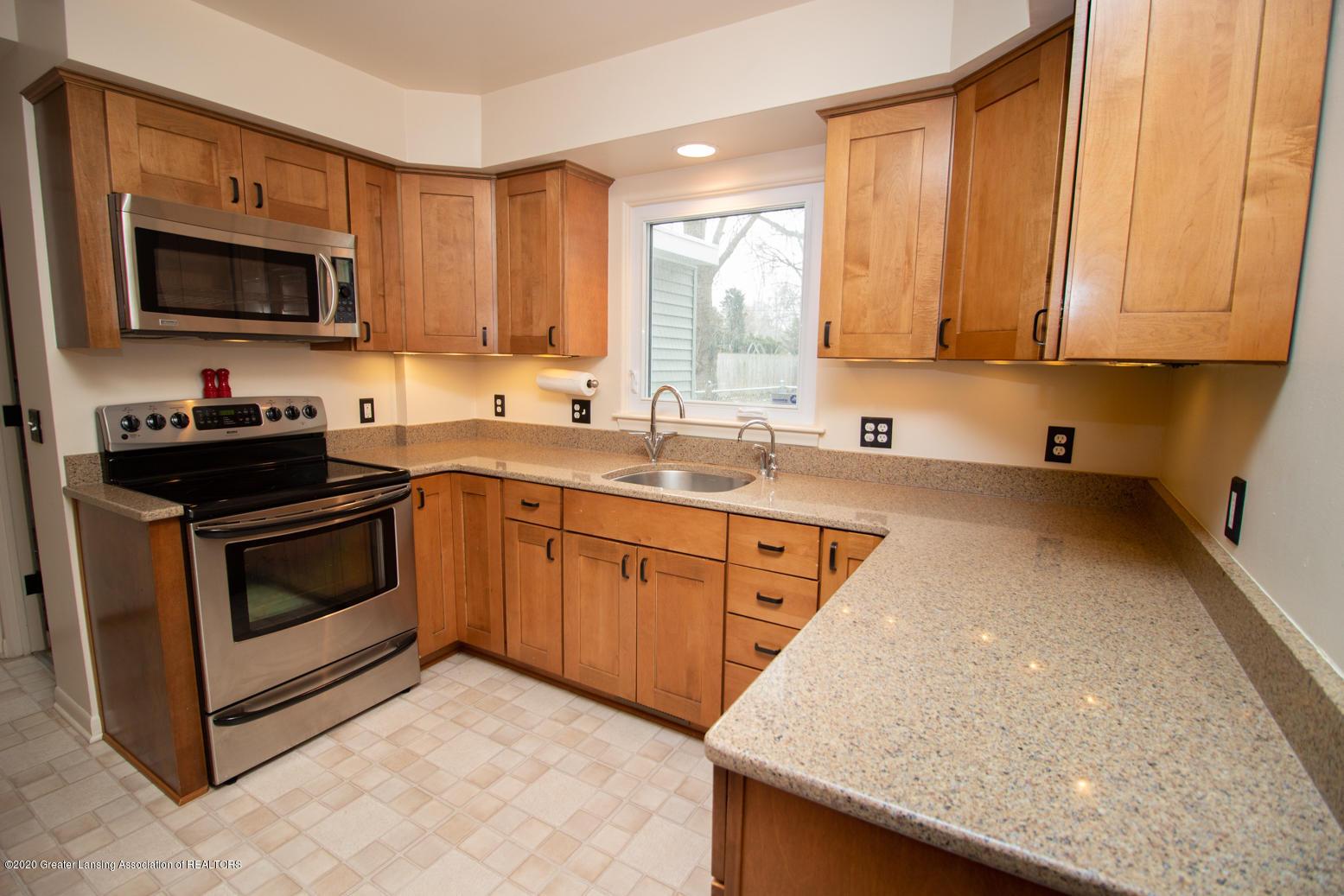 2031 Victor Ave - Kitchen - 8