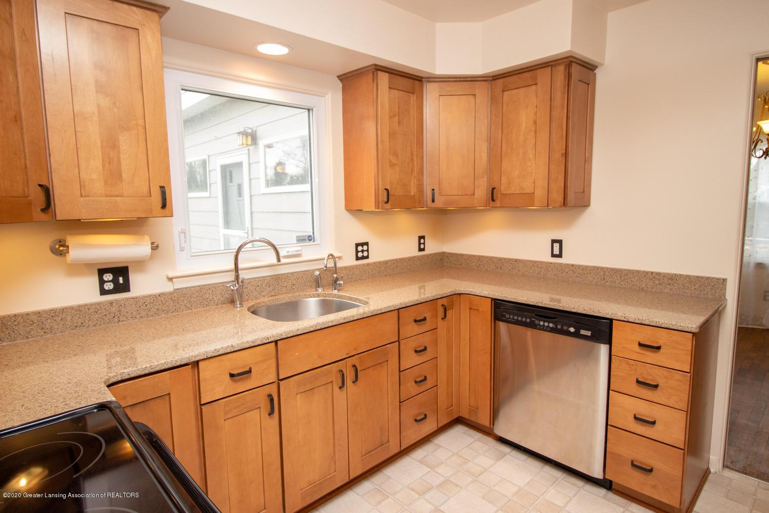 2031 Victor Ave - Kitchen - 9