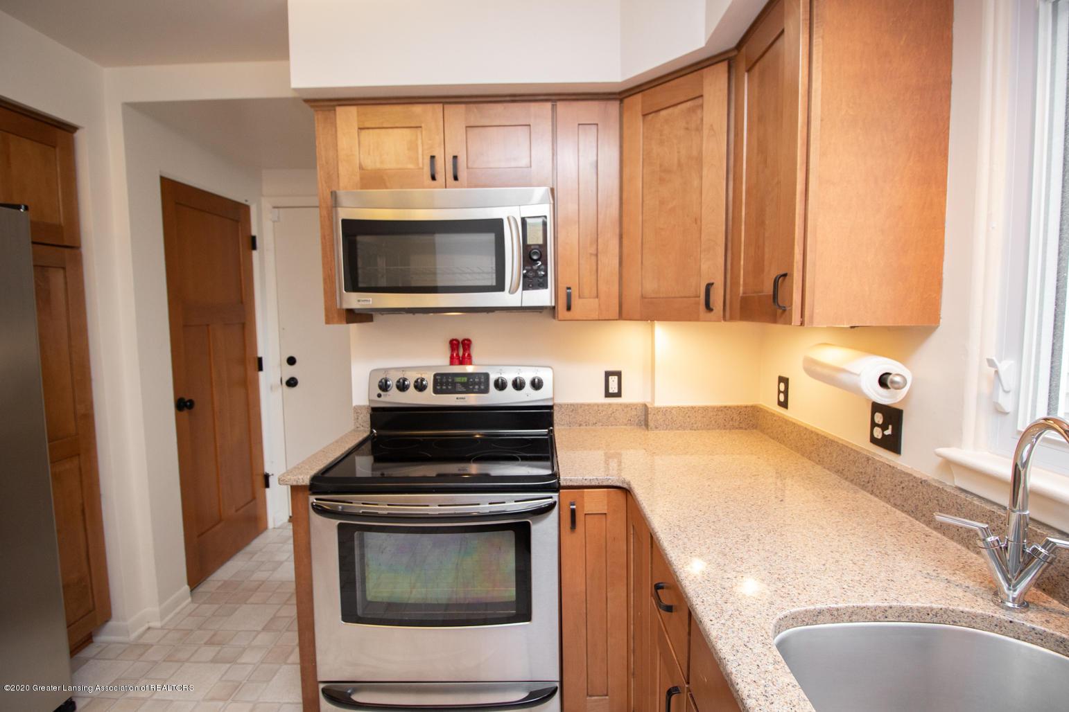 2031 Victor Ave - Kitchen - 10