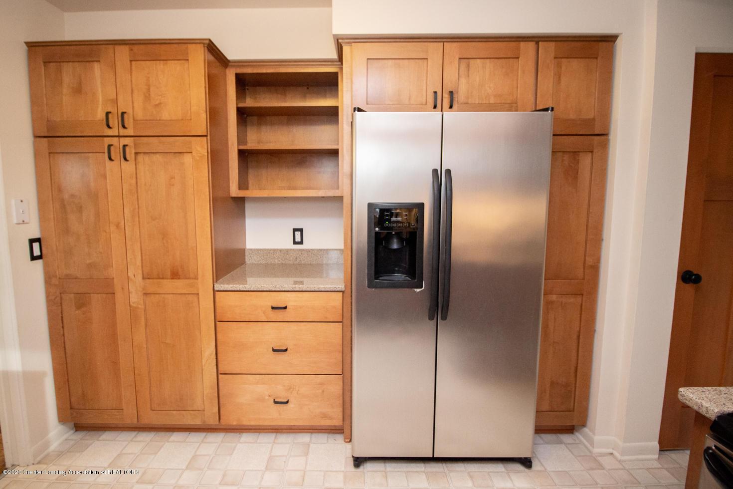 2031 Victor Ave - Kitchen - 11