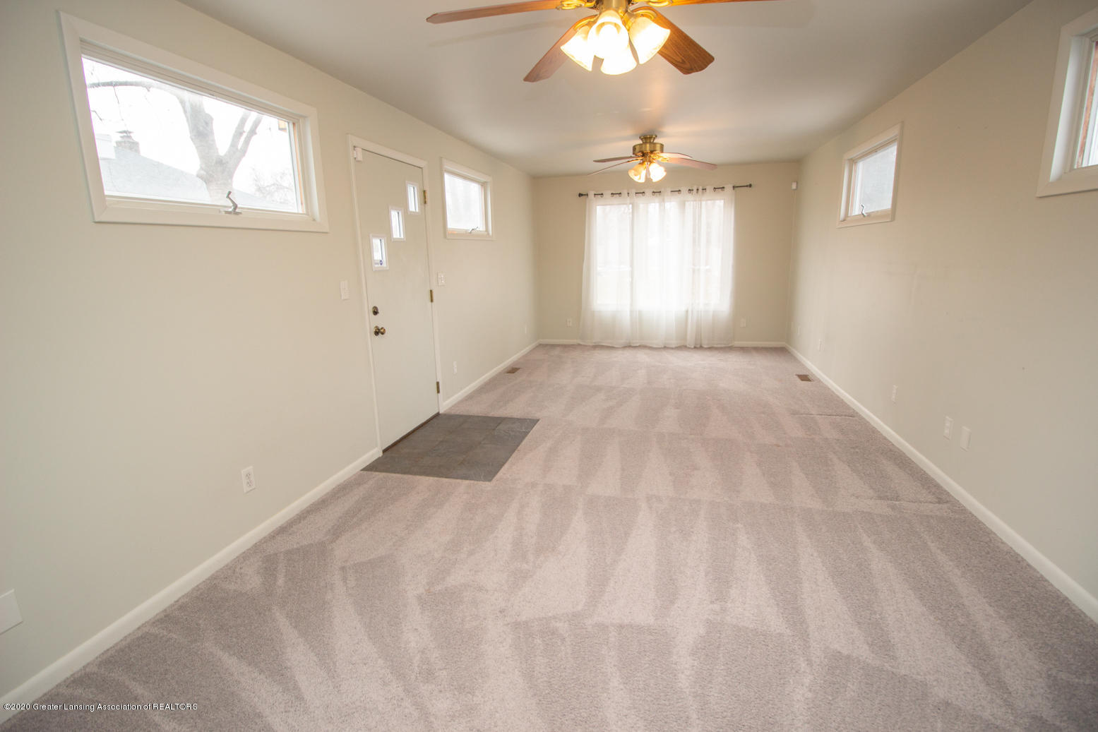 2031 Victor Ave - Family Room - 12