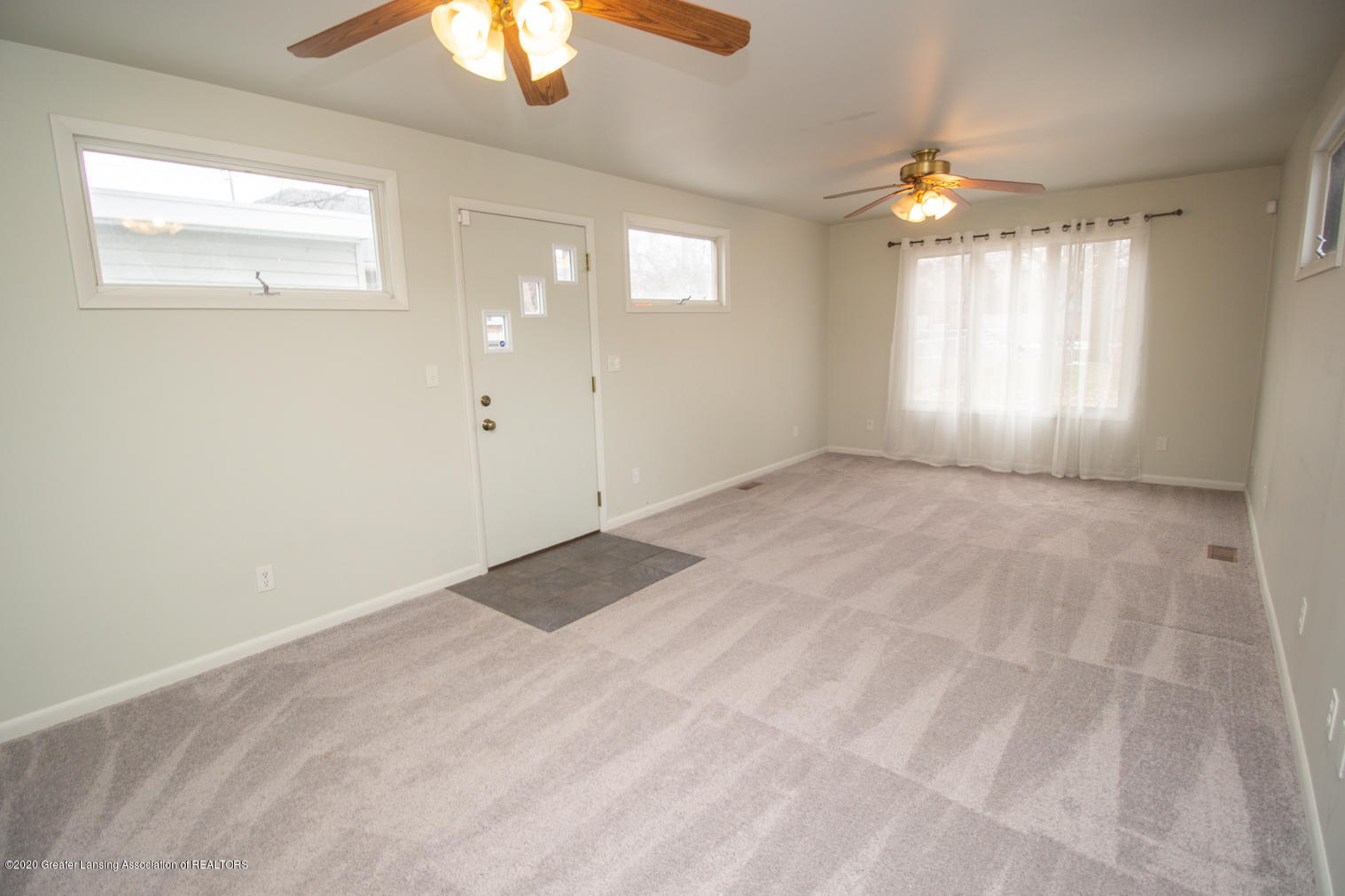 2031 Victor Ave - Family Room - 13