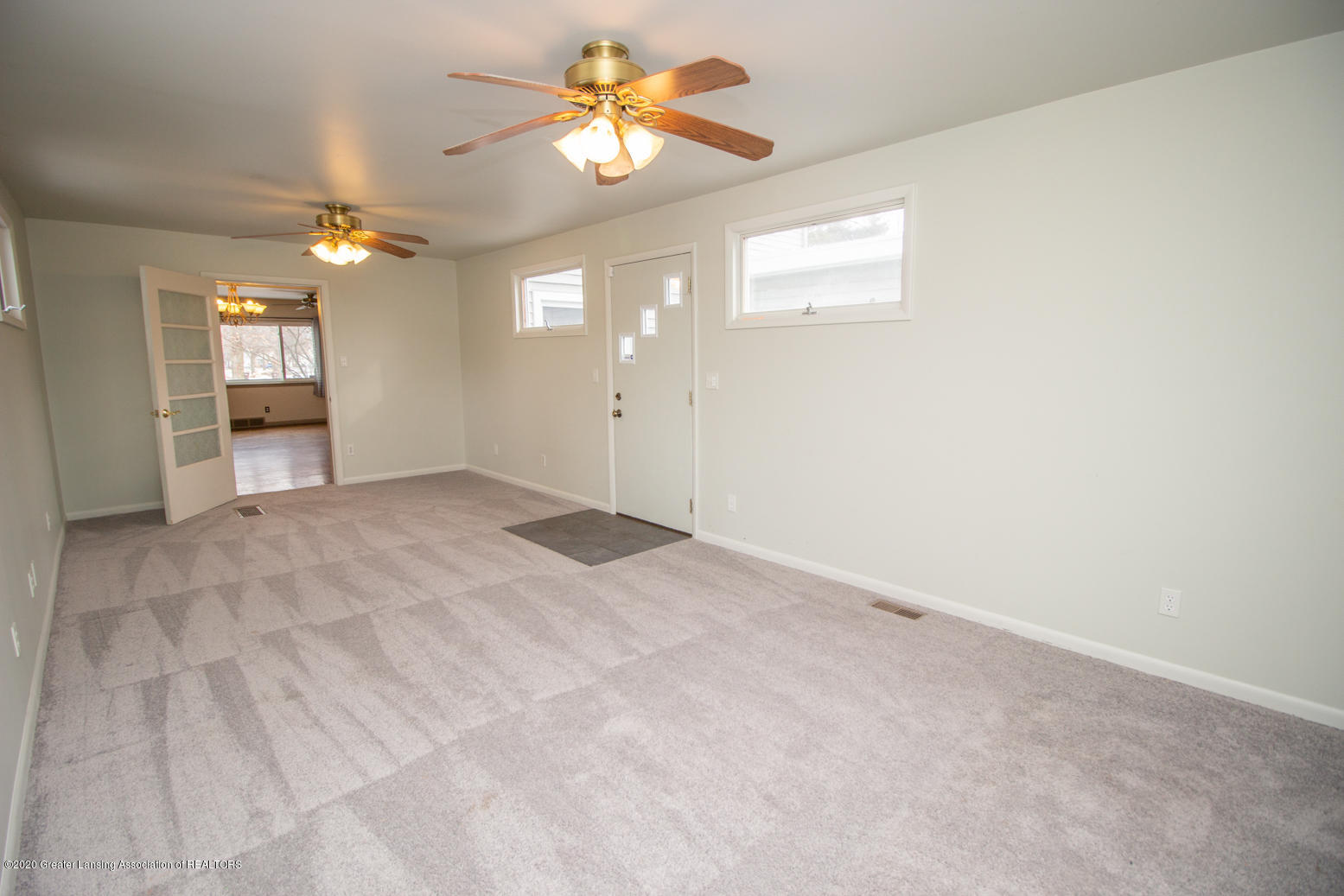 2031 Victor Ave - Family Room - 14