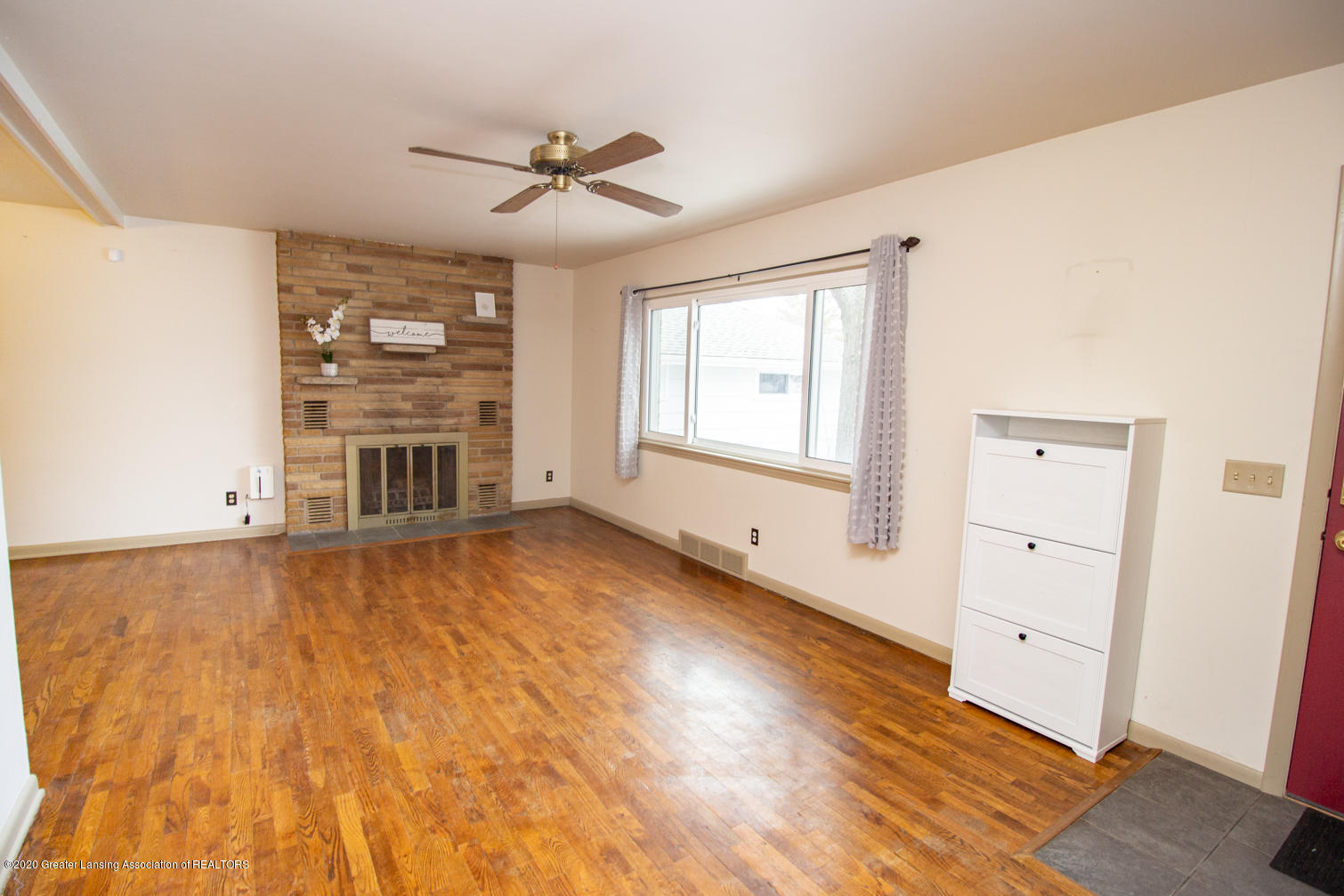 2031 Victor Ave - Living Room - 3