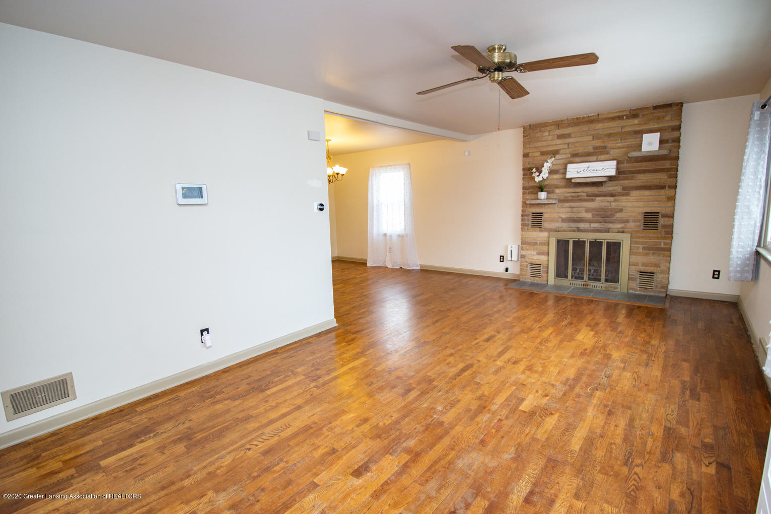 2031 Victor Ave - Living Room - 2