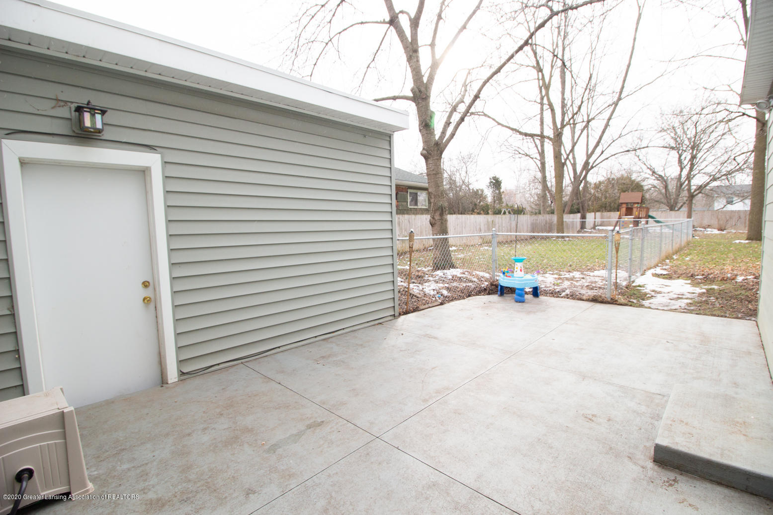 2031 Victor Ave - Patio - 39