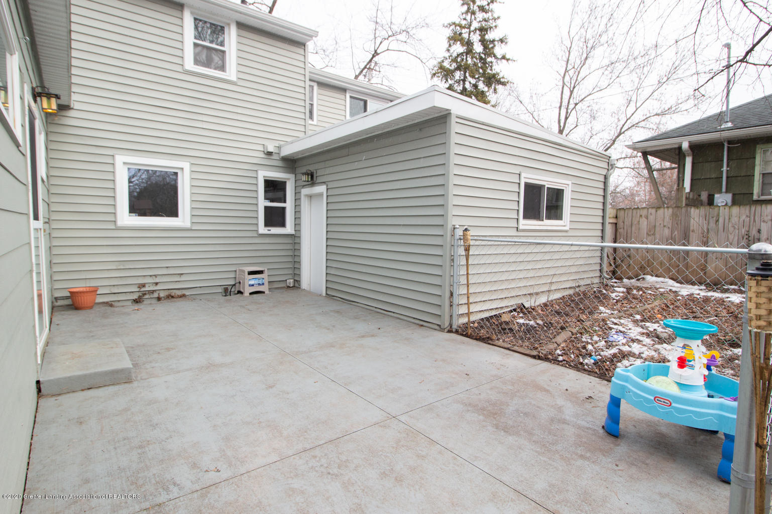 2031 Victor Ave - Patio - 38