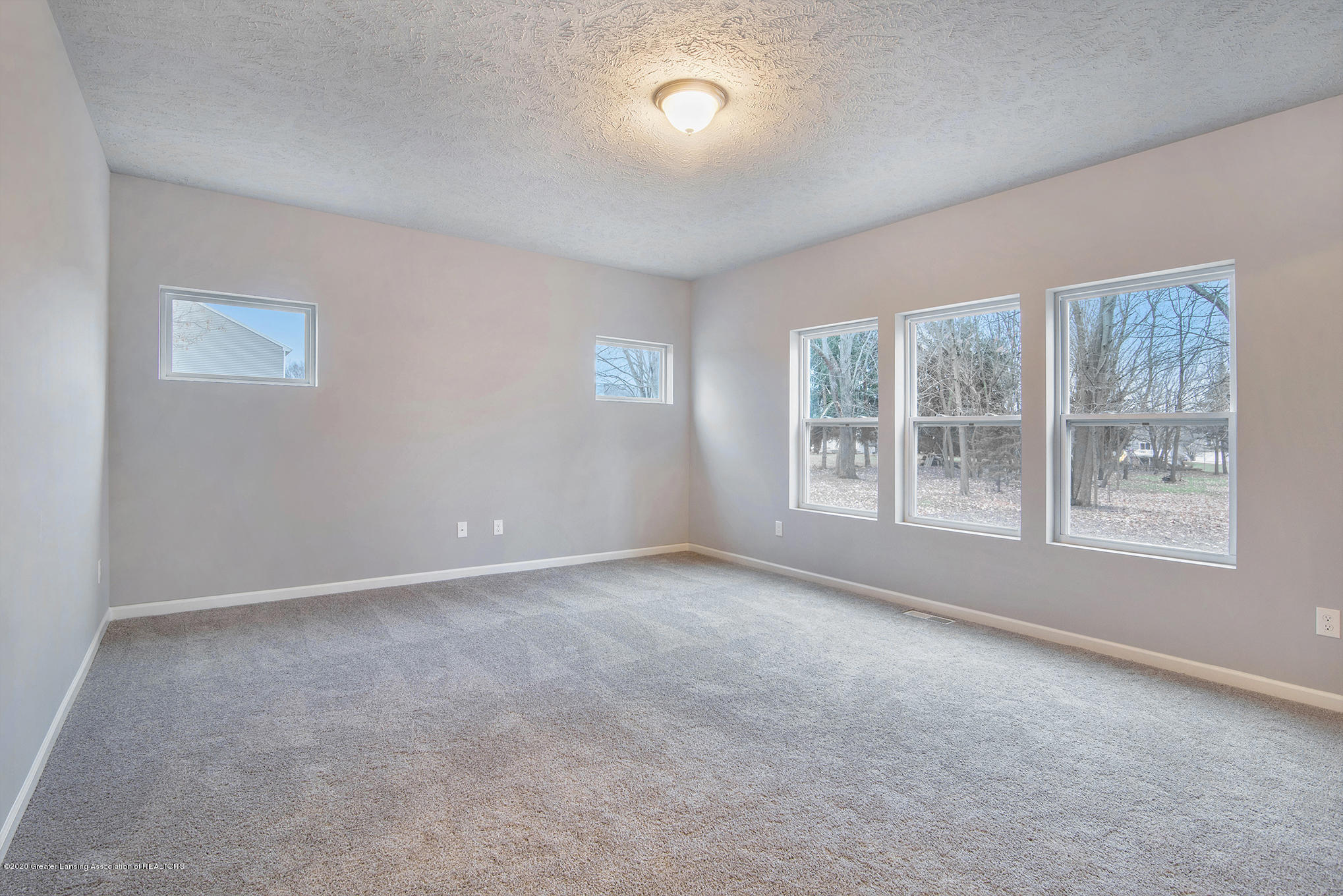 5351 Somerset Dr - GMR081-E2390-Great Room1 - 5