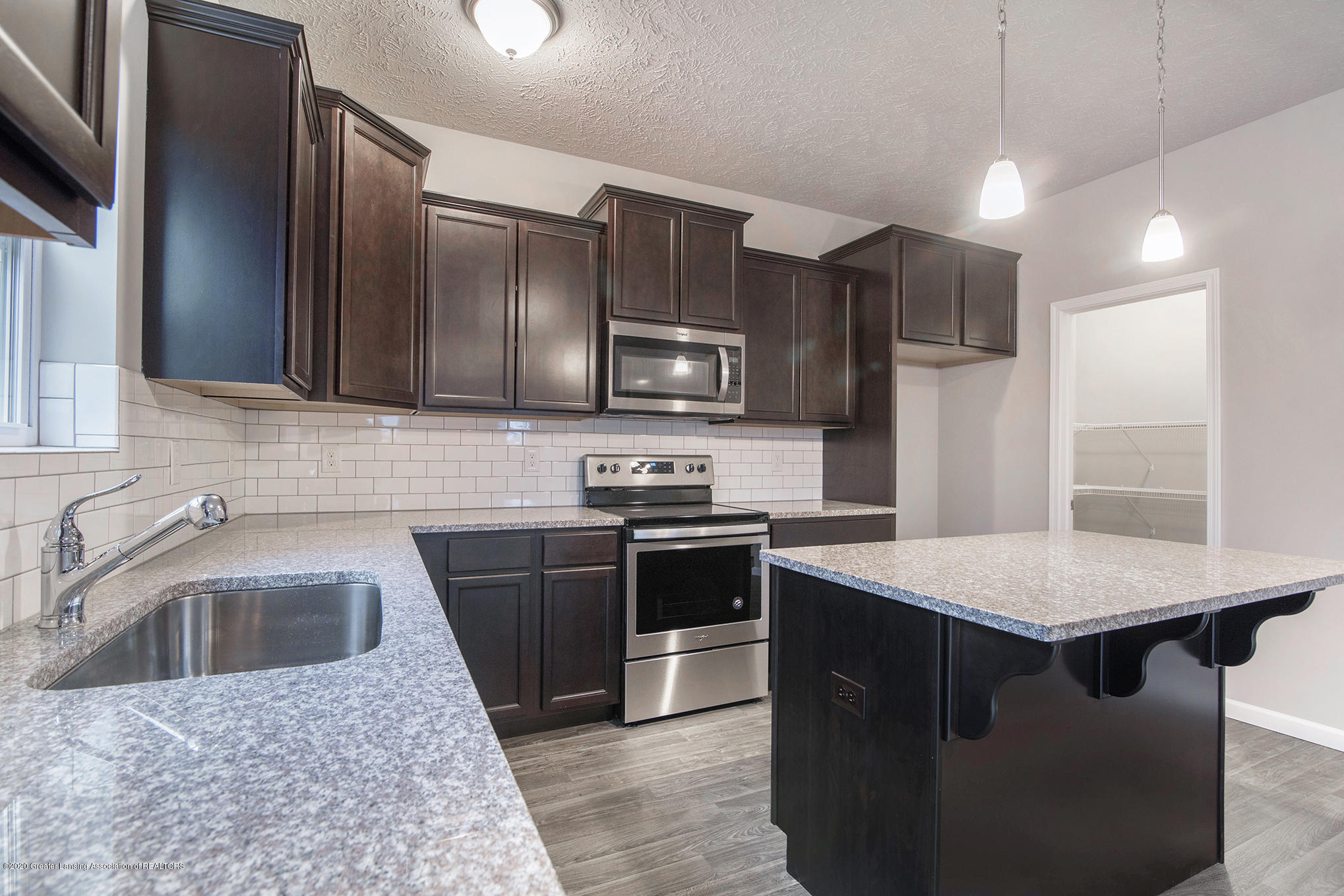 5351 Somerset Dr - GMR081-E2390-Kitchen2 - 9
