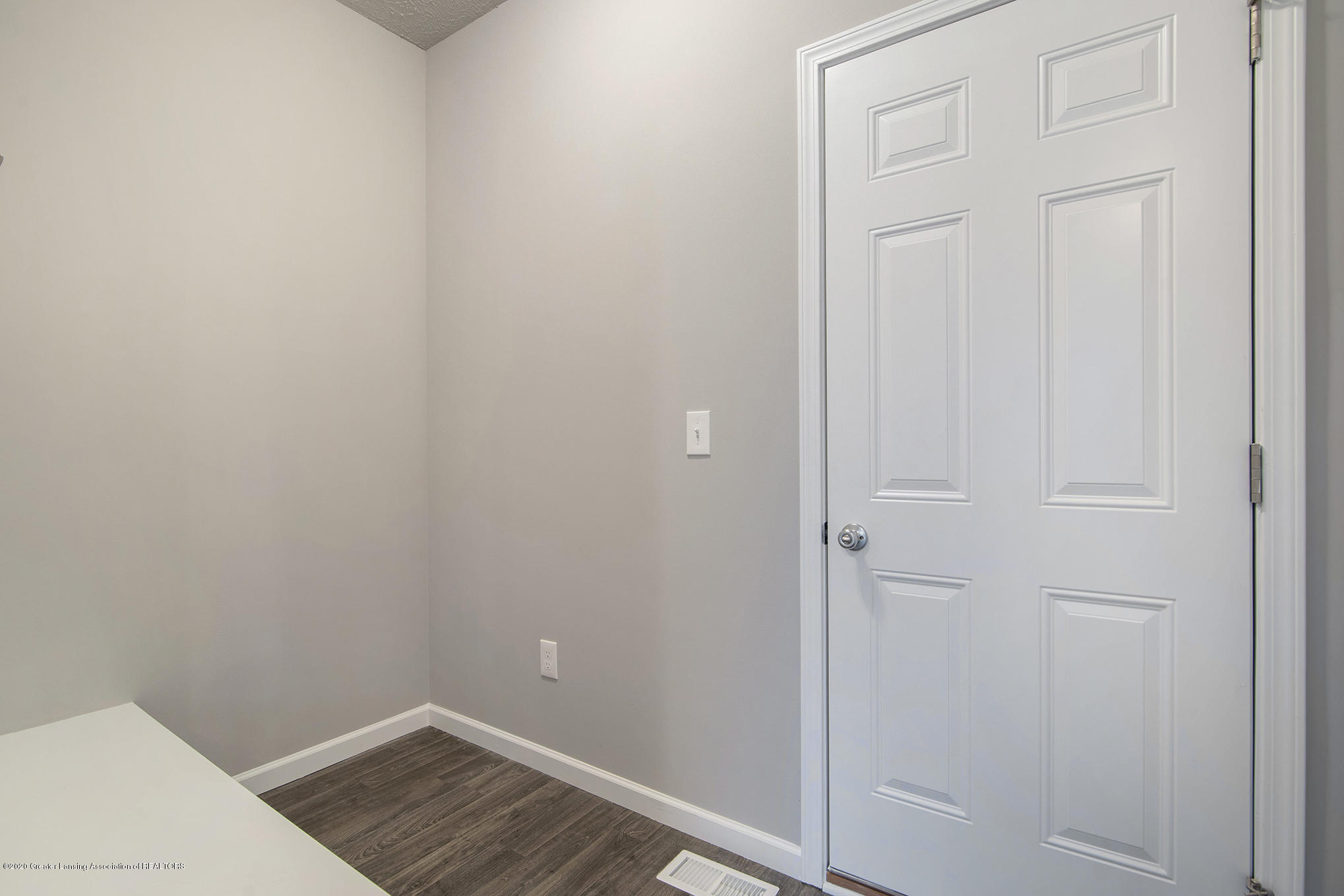 5351 Somerset Dr - GMR081-E2390-Mudroom - 10