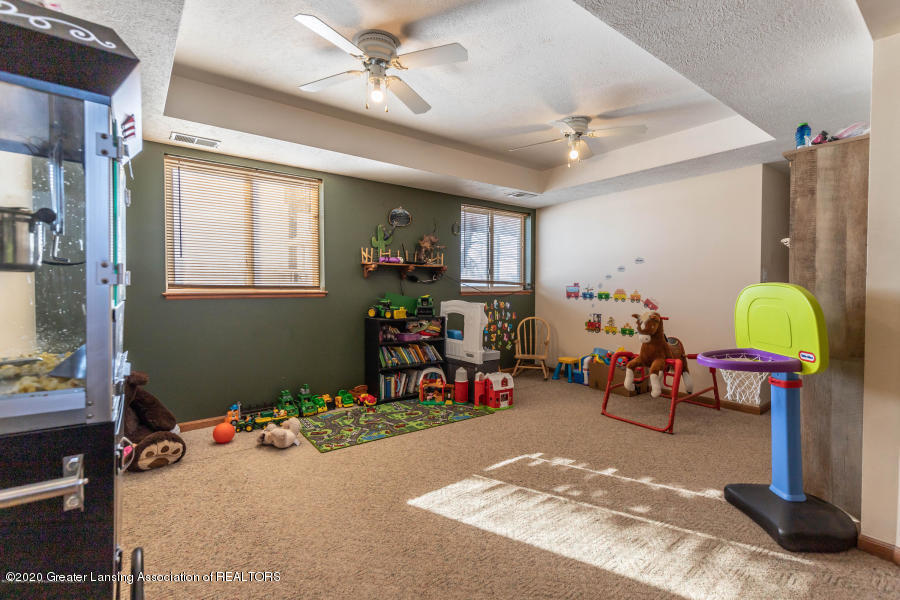 11557 S Croswell Rd - Family Room - 21