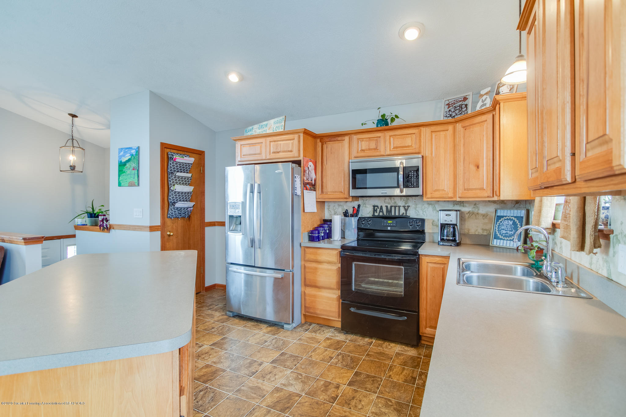 11557 S Croswell Rd - Kitchen - 10