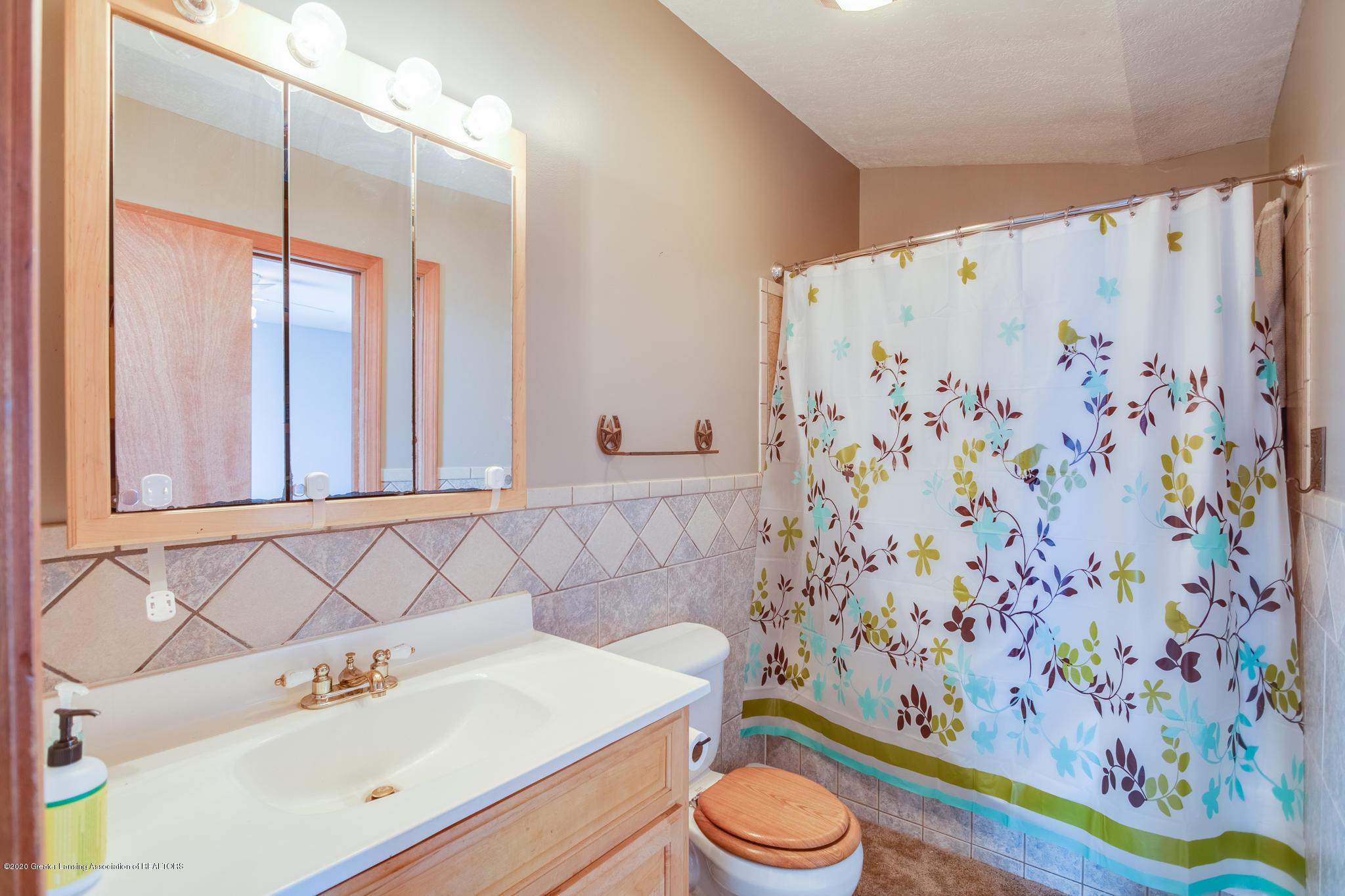 11557 S Croswell Rd - Bathroom - 15