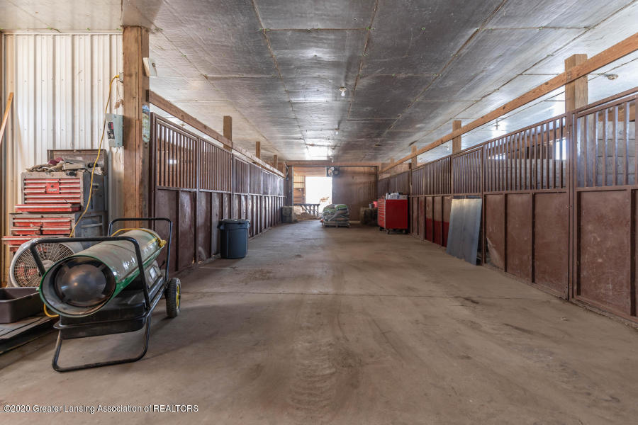 11557 S Croswell Rd - Stalls - 36