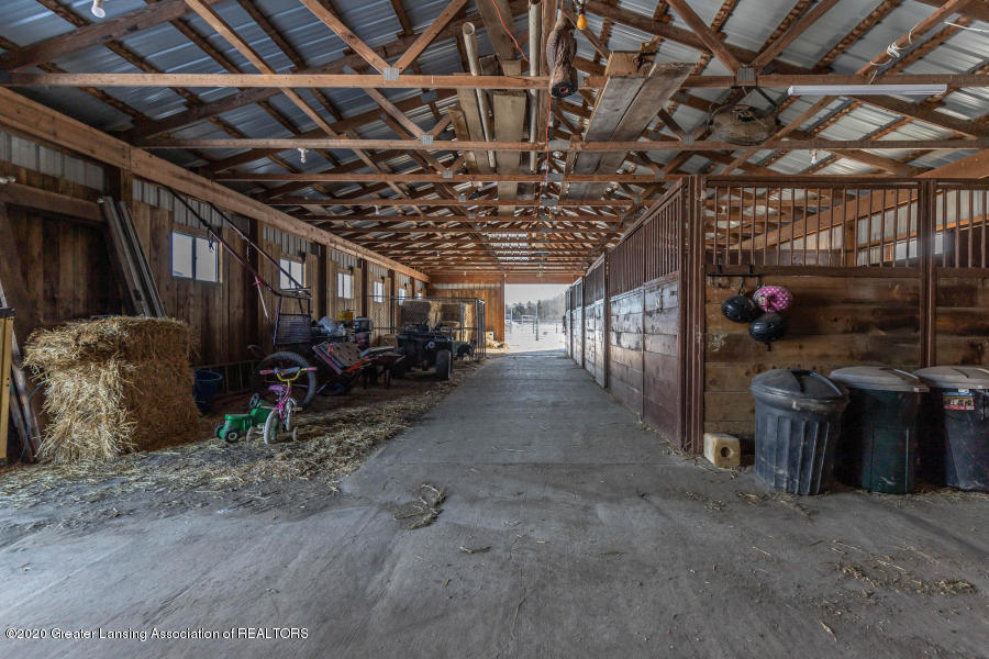 11557 S Croswell Rd - Stalls - 37