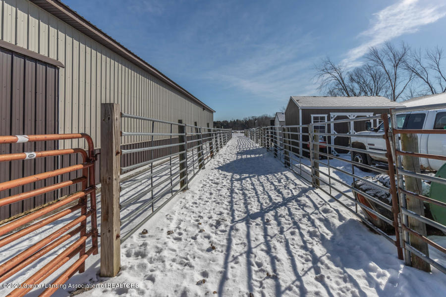 11557 S Croswell Rd - Fencing - 40