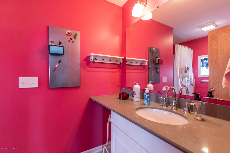 8740 N Scott Rd - Bedroom 3 Bath - 37