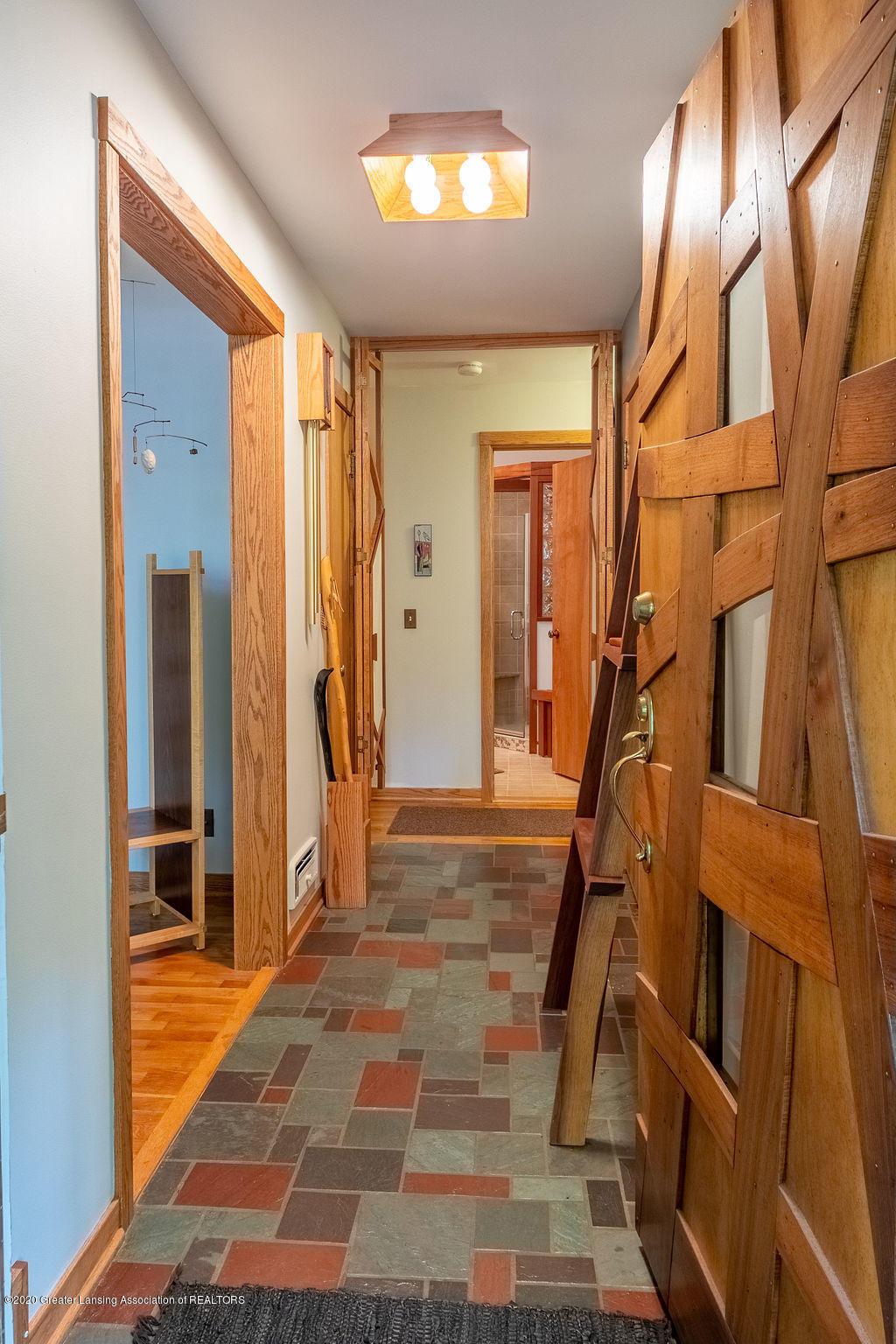 4718 Woodcraft Rd - Foyer - 6