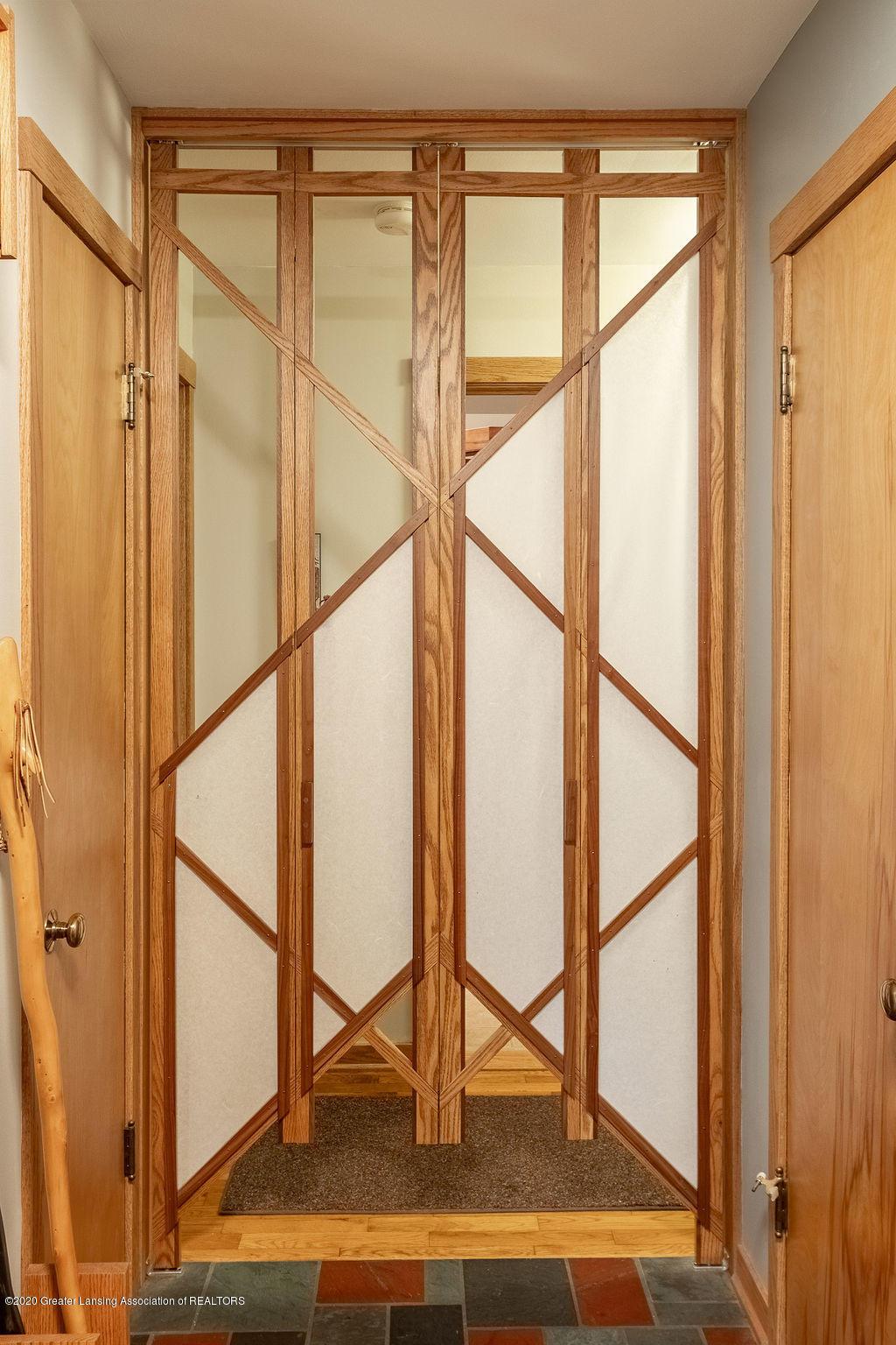 4718 Woodcraft Rd - Sohji door - 7