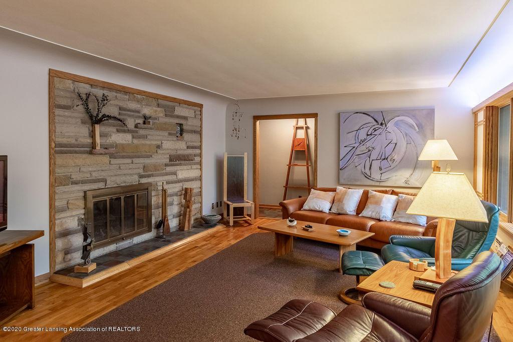 4718 Woodcraft Rd - Living room - 9