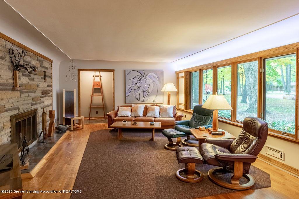 4718 Woodcraft Rd - Living Room - 10