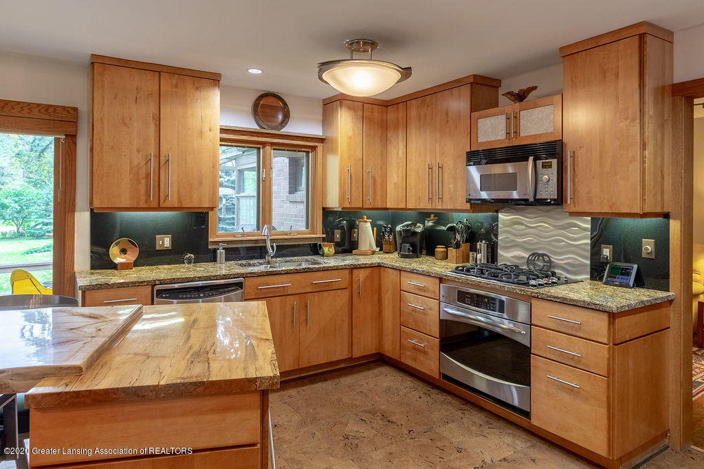 4718 Woodcraft Rd - Kitchen - 15