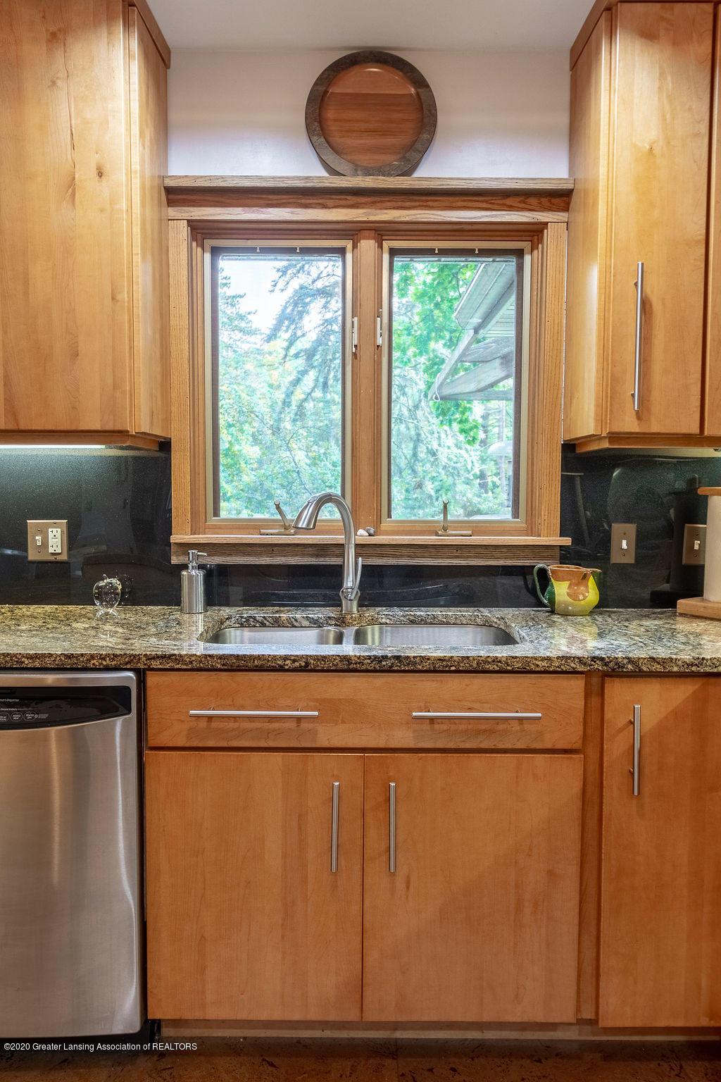 4718 Woodcraft Rd - Kitchen - 21