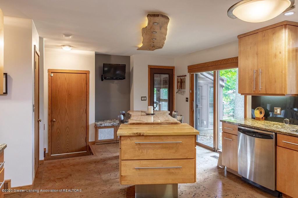 4718 Woodcraft Rd - Kitchen - 14