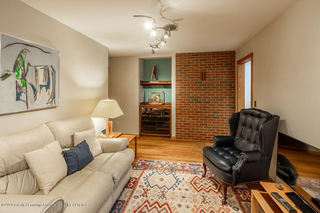 4718 Woodcraft Rd - Family room - 23