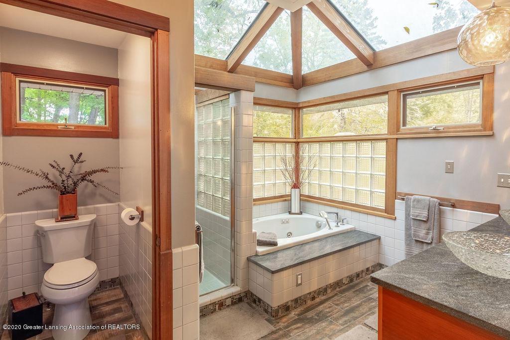 4718 Woodcraft Rd - Master bathroom - 29