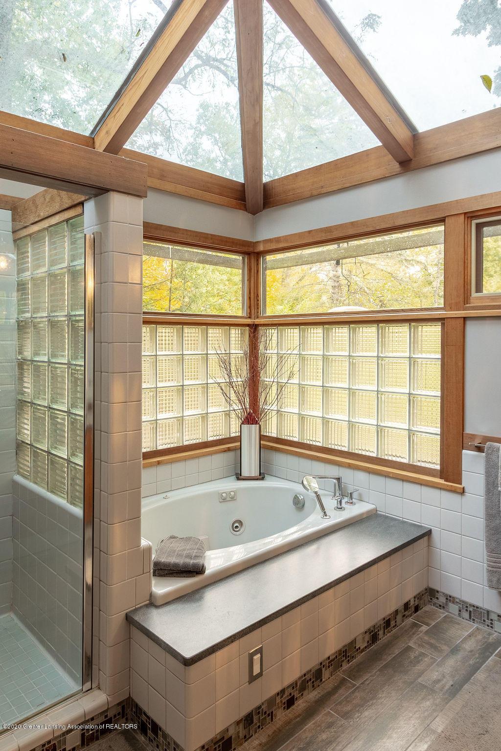 4718 Woodcraft Rd - Master bathroom - 31
